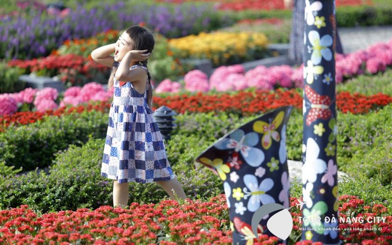 Lưu giữ những bức ảnh tại vườn hoa Le Jardin D'Amour thật tuyệt đẹp.